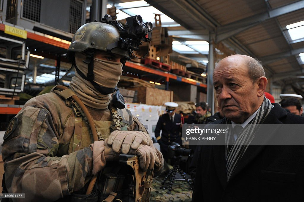 French Defense Minister Jean-Yves Le Drian (R) listens to explanations from a member of the French special forces on January 18, 2013 during a visit to the sniper commando base in the northwestern French town of Lanester.