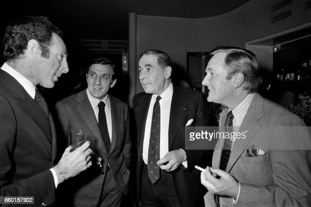 French director Claude Pinoteau speaks with French actor Lino Ventura and British actors Leo Genn and Robert Hardy at the premiere of his film 'Le...