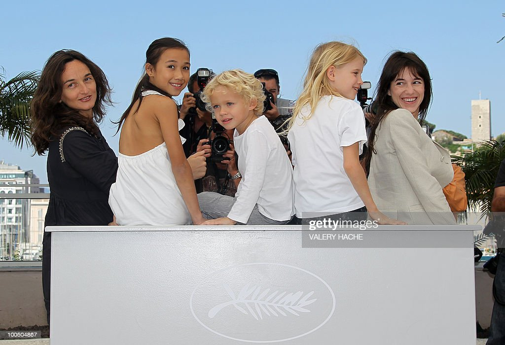 French director Julie Bertuccelli, actress Zoe Boe, actor Gabriel Gotting, actress Morgana Davies and French actress Charlotte Gainsbourg pose during the photocall of 'L'Arbre' (The Tree) presented out of competition at the 63rd Cannes Film Festival on May 23, 2010 in Cannes.