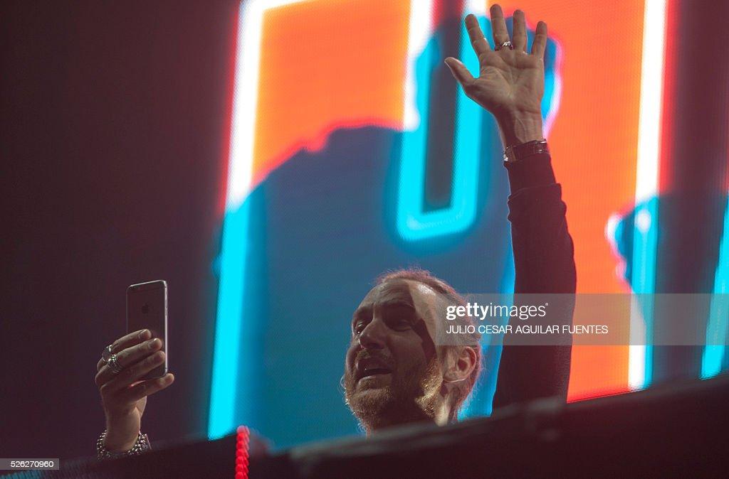 French DJ David Guetta performs at the arena Monterrey in Monterrey On April 30, 2016. / AFP / Julio Cesar Aguilar Fuentes
