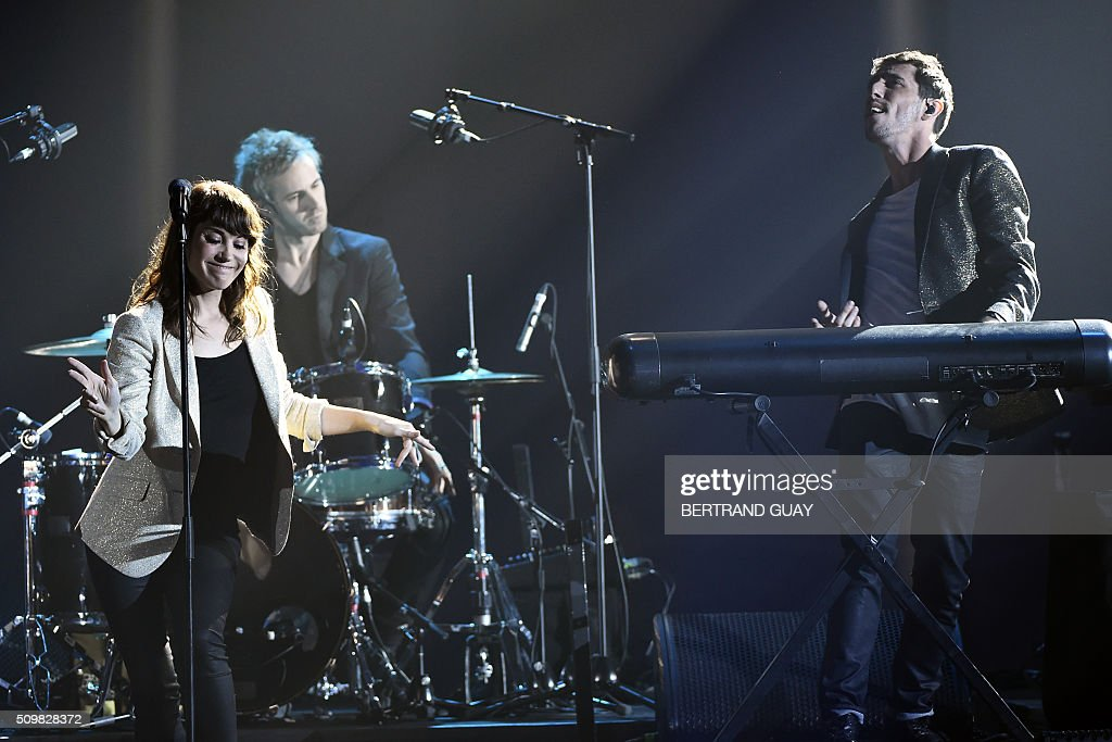 French DJ Tristan Casara aka The Avener (R) and French singer Phoebe Tolmer known as Phoebe Killdeer (L) perform during the 31st Victoires de la Musique, the annual French music awards ceremony, on February 12, 2016 at the Zenith concert hall in Paris. AFP PHOTO / BERTRAND GUAY / AFP / BERTRAND GUAY