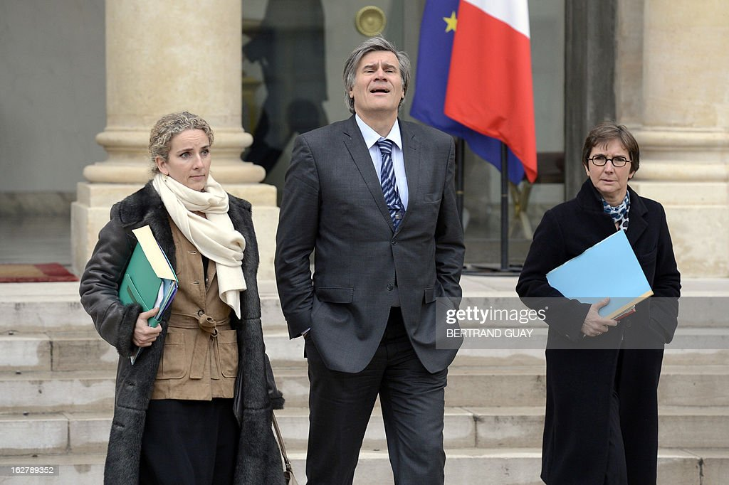 French Ecology Minister Delphine Batho, French Agriculture Minister Stephane Le Foll and French Sports and Youth Minister Valerie Fourneyron leave the Elysee Presidential Palace in Paris on February 27, 2013, at the end of the weekly cabinet meeting. AFP PHOTO BERTRAND GUAY