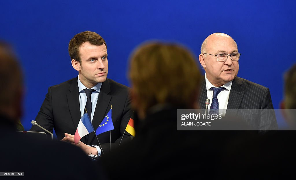 French Economy and Industry minister Emmanuel Macron (L) and French Finance Minister Michel Sapin hold a press conference during the Franco-German Economic Council, on February 9, 2016, in Paris. / AFP / ALAIN JOCARD