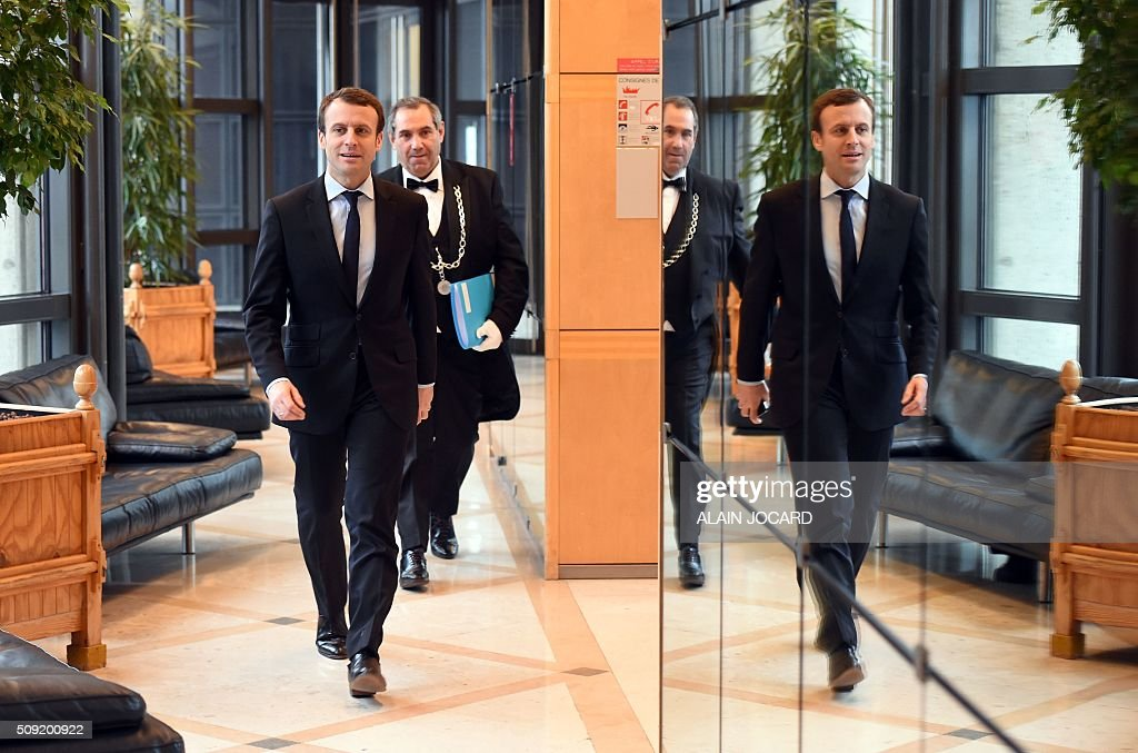 Graphic content / French Economy and Industry Minister Emmanuel Macron arrives for a meeting with German parliamentary state secretary at the Ministry of Economic Affairs, as part of a a Franco-German Economic Council, on February 9, 2016, in Paris. / AFP / ALAIN JOCARD