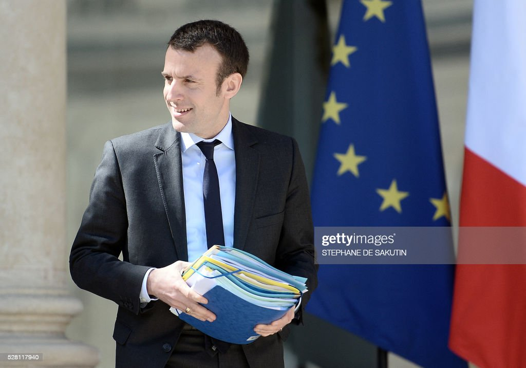 French Economy and Industry minister Emmanuel Macron leaves the Elysee presidential Palace after the weekly cabinet meeting in Paris on May 4, 2016 .