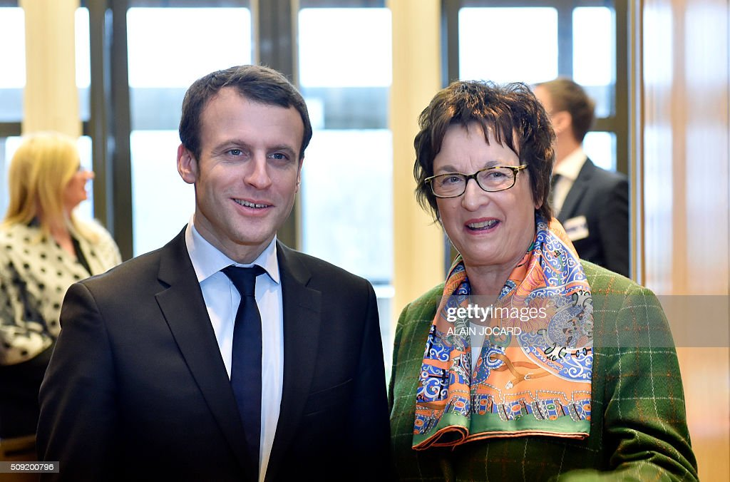 Graphic content / French Economy and Industry Minister Emmanuel Macron (L) welcomes Brigitte Zypries, parliamentary state secretary at the German Ministry of Economic Affairs before a meeting, as part of a a Franco-German Economic Council, on February 9, 2016, in Paris. / AFP / ALAIN JOCARD