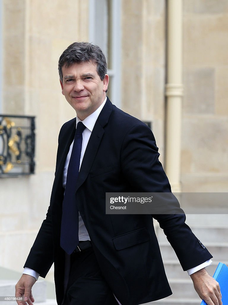 French Economy Minister <a gi-track='captionPersonalityLinkClicked' href=/galleries/search?phrase=Arnaud+Montebourg&family=editorial&specificpeople=588268 ng-click='$event.stopPropagation()'>Arnaud Montebourg</a> arrives at the Elysee Palace for a meeting with the French president regarding a bid for the energy assets of French giant Alstom on June 17, 2014, in Paris, France. Germany's Siemens and Japan's Mitsubishi partners set up bidding war with US's General Electric for the energy division of French transport and power generation group Alstom.
