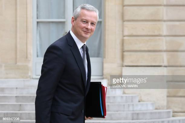 French Economy Minister Bruno Le Maire leaves the Elysee Presidential Palace after the weekly cabinet meeting November 2 2017 in Paris / AFP PHOTO /...
