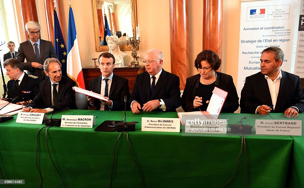 French Economy Minister Emmanuel Macron (3L), French steel group Vallourec chief executive Philippe Crouzet (2L), French aircraft engine maker Safran Group chairman of the board Ross McInnes (3R), Air France industries general director Anne Brachet (2R) and President of the Regional Council of the Hauts-de-France region, Xavier Bertrand sign an agreement on May 31, 2016 at the Valenciennes' sous-prefecture after a meeting on reindustrialisation in the North of France. / AFP / FRANCOIS