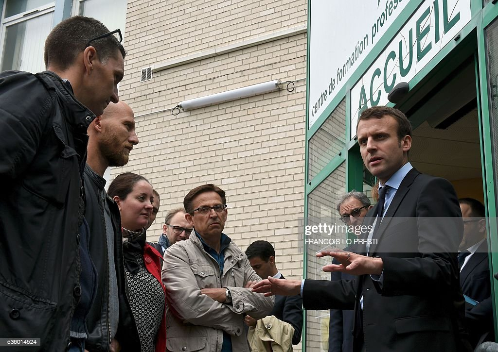 French Economy Minister Emmanuel Macron visits the AFPA 'La Sentinelle' training centre on May 31, 2016 in Valenciennes, after a meeting on reindustrialisation in the North of France. / AFP / FRANCOIS