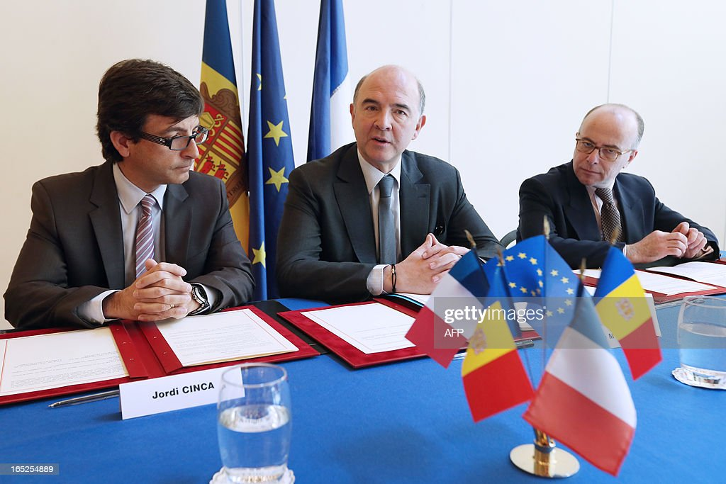 French Economy minister Pierre Moscovici (C) poses next to his Andorra's counterpart Jordi Cinca (L) prior to sign a bilateral tax convention between the two countries, on April 2, 2013 at the ministry in Paris.