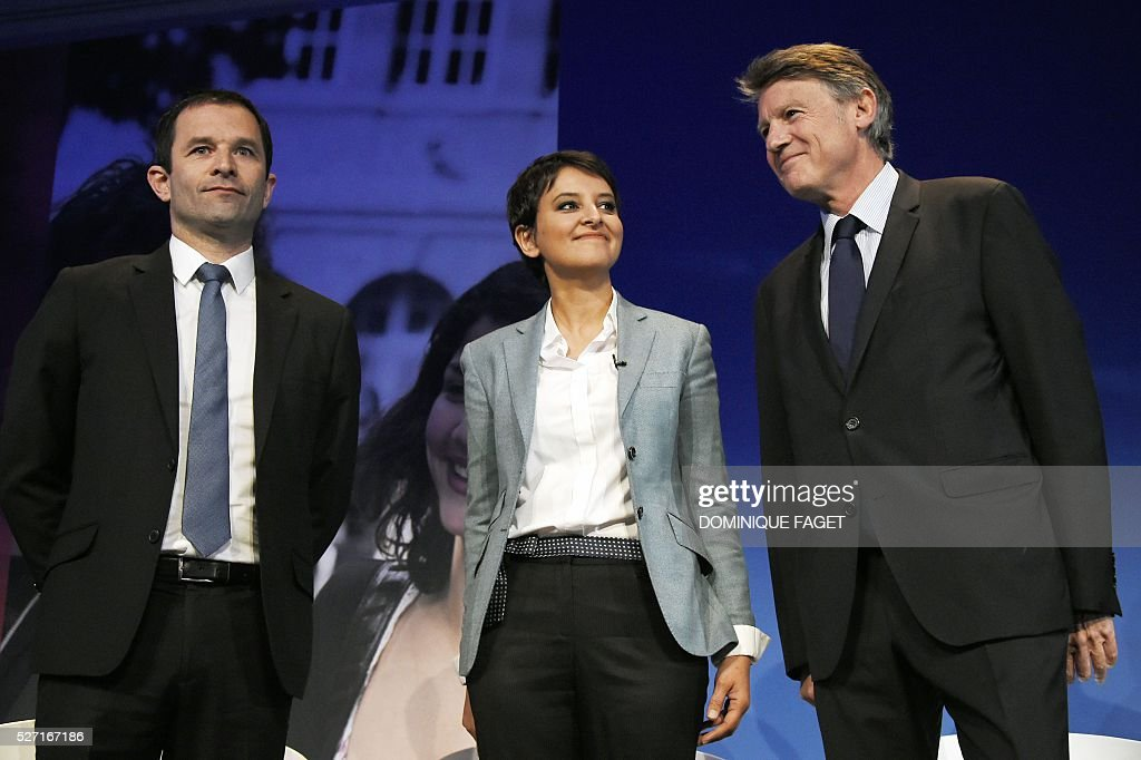 French Education Minister Najat Vallaud-Belkacem (C) and former Education Ministers Benoit Hamont (L) and Vincent Peillon (R) arrive for a conference on reforming the Republican school in Paris on May 2, 2016. / AFP / DOMINIQUE