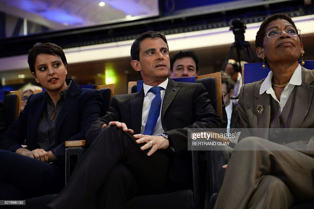 French Education Minister Najat Vallaud-Belkacem, French Prime Minister Manuel Valls and French Overseas Territories Minister George Pau-Langevin attend a conference on reforming the French public school system in Paris on May 3, 2016. / AFP / BERTRAND