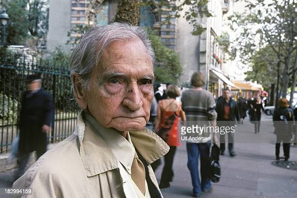 PARIS FRANCE OCTOBER 3 French/ Egyptian writer Albert Cossery poses during a portrait session in the Latin quarter of Paris on October 3 1999 in...
