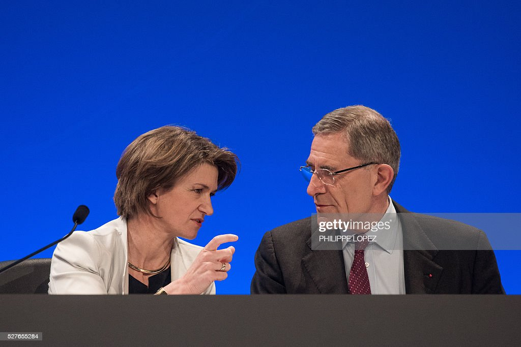 French energy giant ENGIE's new chief executive officer Isabelle Kocher (L) speaks to Gerard Mestrallet, former CEO who remains chairperson, during a general assembly of the group in Paris on May 3, 2016. / AFP / PHILIPPE