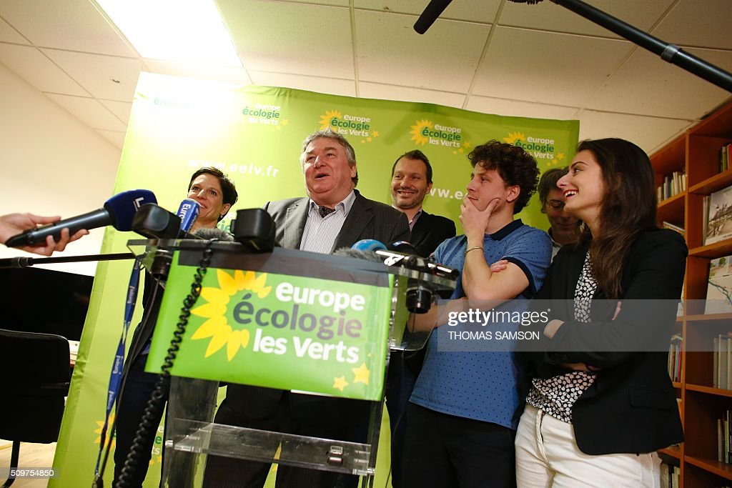 French Europe Ecologie Les Verts (EELV) green party member and senator Jean Desessard flanked by EELV party member Sandrine Rousseau (L), new leader David Cormand (C), and party's members Julien Bayou (3R), Jacques Boutault, mayor of the 2nd district of Paris (2R) and Marine Tondelier (R), speaks on February 12, 2016 in Paris during a press conference. French President Francois Hollande reshuffled his cabinet on February 11, 2016, naming Jean-Marc Ayrault foreign minister and adding several ecologists to government as he seeks to widen his political base ahead of a presidential poll in 2017. AFP PHOTO / THOMAS SAMSON / AFP / THOMAS SAMSON