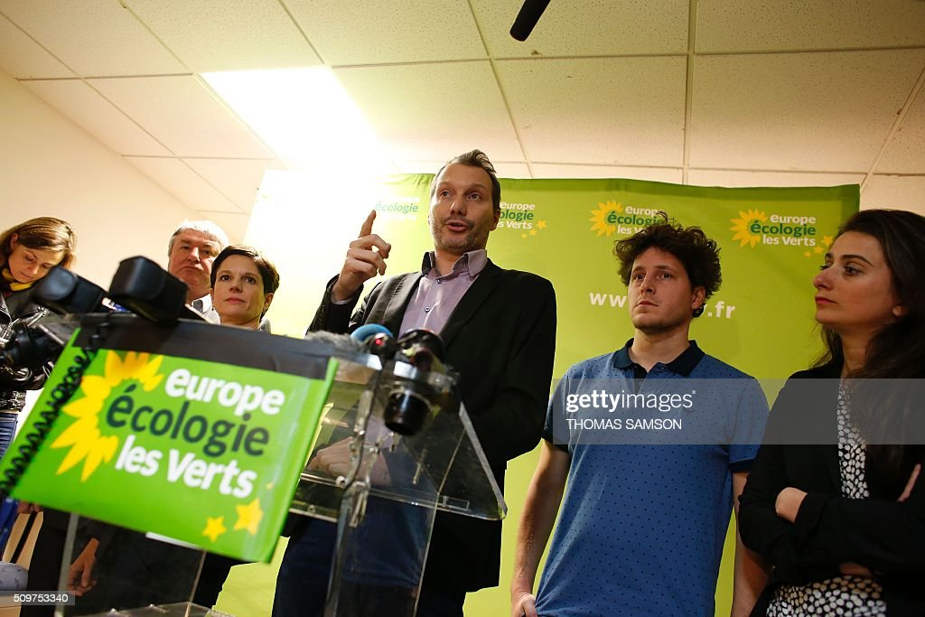 French Europe Ecologie Les Verts (EELV) green party new national secretary David Cormand, flanked by EELV party's member and senator Jean Desessard (L), spokesperson Sandrine Rousseau (2L), and party's members Julien Bayou (2R), Marine Tondelier (R), gestures on February 12, 2016 in Paris during a press conference. Cormand replaces Emmanuelle Cosse, named Housing minister by French President Francois Hollande. Hollande reshuffled his cabinet on February 11, 2016, naming Jean-Marc Ayrault foreign minister and adding several ecologists to government as he seeks to widen his political base ahead of a presidential poll in 2017. AFP PHOTO / THOMAS SAMSON / AFP / THOMAS SAMSON