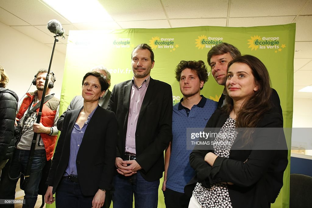 French Europe Ecologie Les Verts (EELV) green party new national secretary David Cormand, flanked by spokesperson Sandrine Rousseau (L), and party's members Julien Bayou (3R), Jacques Boutault, mayor of the 2nd district of Paris (2R) and Marine Tondelier (R), poses on February 12, 2016 in Paris during a press conference. Cormand replaces Emmanuelle Cosse, named Housing minister by French President Francois Hollande. Hollande reshuffled his cabinet on February 11, 2016, naming Jean-Marc Ayrault foreign minister and adding several ecologists to government as he seeks to widen his political base ahead of a presidential poll in 2017. AFP PHOTO / THOMAS SAMSON / AFP / THOMAS SAMSON