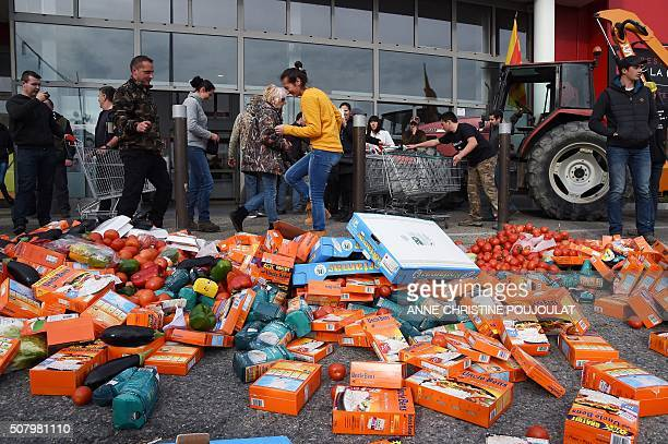 French farmers and rice farmers put packets of rice on the ground in front of a supermarket on February 2 2016 in SalondeProvence during a...