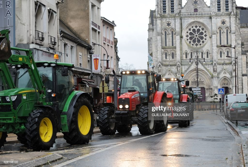 French farmers drive their tractors along a street in Chateauroux, central France, on February 9, 2016, during a protest against the falling prices of agricultural products. / AFP / GUILLAUME SOUVANT