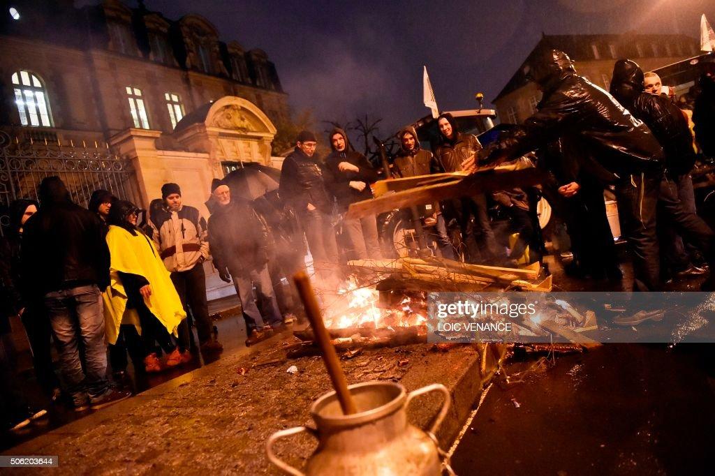 French farmers including breton farmers from the ille et - Magasins de meubles rennes ille et vilaine ...