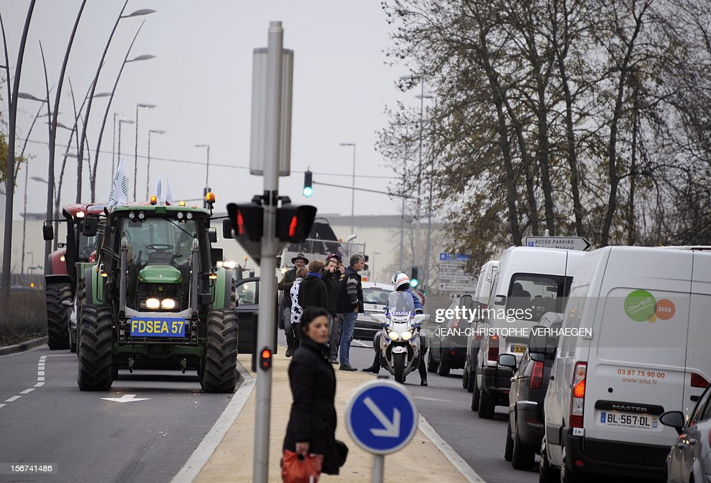French farmers take part in a road blockade with tractors as part of an action to call for a new policy adapted to the global economic downturn and its consequences on the agricultural sector on November 20, 2012 in Metz, eastern France. AFP PHOTO / JEAN-CHRISTOPHE VERHAEGEN