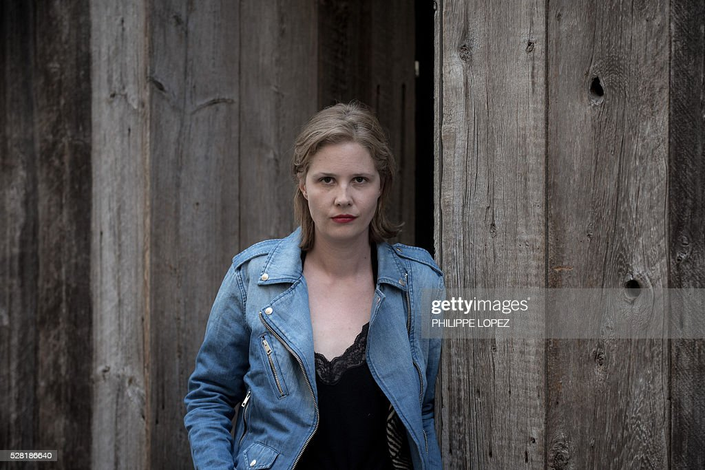 French film director and screenwriter Justine Triet poses in Paris on May 4, 2016. / AFP / PHILIPPE