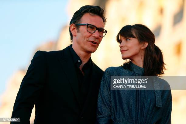French film director Michel Hazanavicius and FrenchEnglish actress Stacy Martin pose on the red carpet on June 17 2017 during the Cabourg Romantic...