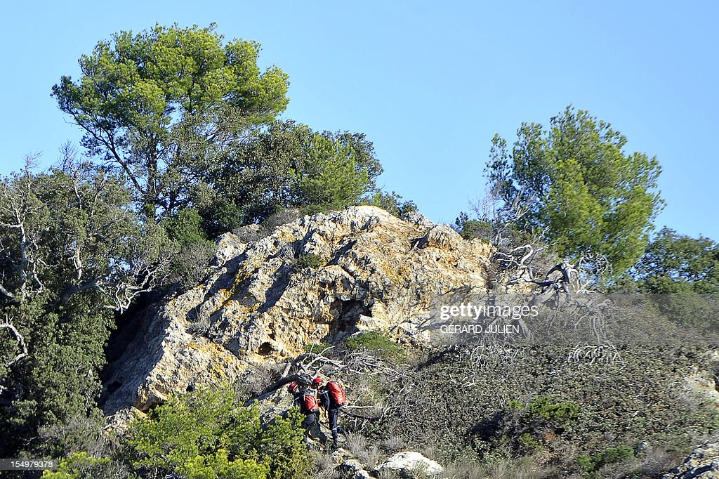 French firemen search on October 29, 2012, a 12-year-old British boy, who disappeared on October 27, on Porquerolles island, southeastern France. Sixty soldiers and three civil security dog-handlers from Brignoles are paricipating in the search. AFP PHOTO GERARD JULIEN