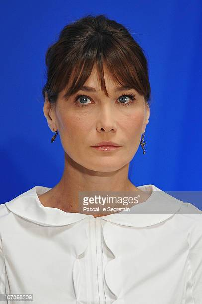French first lady Carla BruniSarkozy attends a tribute to the victims to the Mumbai terror attack held at the Oberoi hotel on December 7 2010 in...