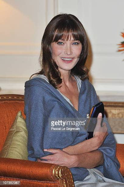French first lady Carla BruniSarkozy is seen at the Rashtrapati Bhavan on December 6 2010 in New Delhi India French President Nicolas Sarkozy is on a...