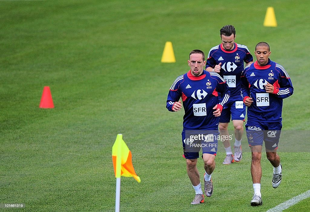 French football national team forward Franck Ribery, Mathieu Valbuena and Gael Clichy run during a training session, in Knysna, South Africa, on June 6, 2010 ahead of the start of the 2010 World Cup football tournament.