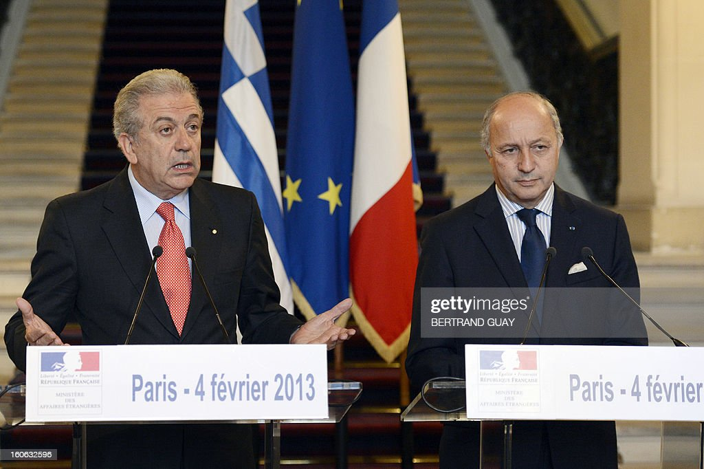 French Foreign Affairs Minister Laurent Fabius (R) and his Greek counterpart Dimitris Avramopoulos give a press conference in February 4, 2013 in Paris .AFP PHOTO/ BERTRAND GUAY
