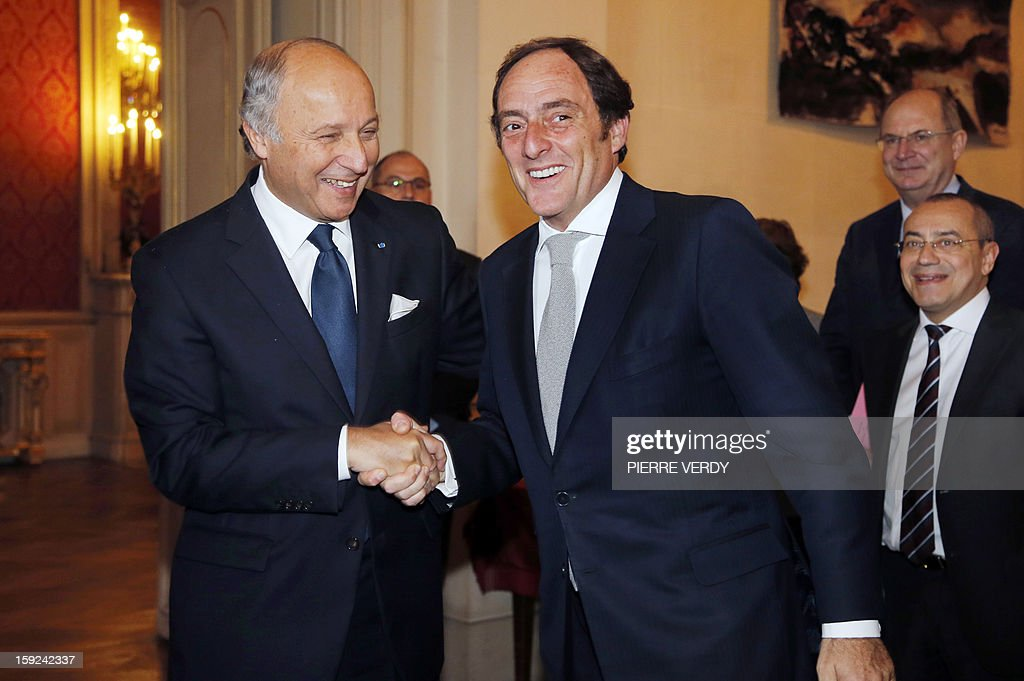 French Foreign Affairs minister Laurent Fabius (L) shakes hands with his Portuguese homolog Paulo Portas prior to a meeting, on January 10, 2013 at the ministry in Paris.