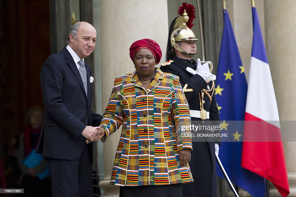 French Foreign Affairs minister Laurent Fabius shakes hands with African Union Commission head Nkosazana Dlamini Zuma at the Elysee presidential Palace on November 14, 2012 in Paris.