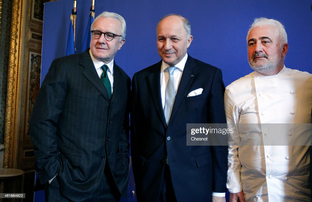 French Foreign Affairs Minister Laurent Fabius Starstudded French Chefs Alain Ducasse and Guy Savoy pose after a press conference for the...