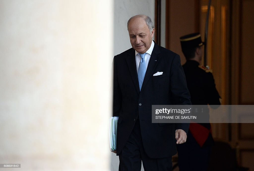 French Foreign Affairs Minister Laurent Fabius walks through the entrance hall of the Elysee palace following the weekly cabinet meeting on February 10, 2016. Fabius said on February 10 he was leaving the government. Fabius, whose departure has long been rumoured, replied 'yes' when journalists asked if he was taking part in his final cabinet meeting on after four years in the job. AFP PHOTO / STEPHANE DE SAKUTIN / AFP / STEPHANE DE SAKUTIN