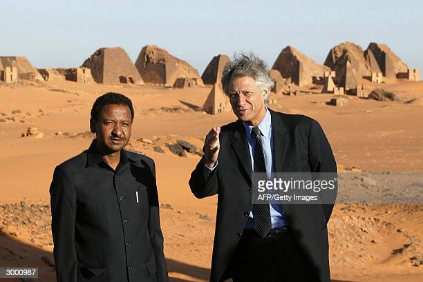 French Foreign Minister Dominique de Villepin discusses with his Sudanese counterpart Mustafa Osman Ismail 21 February 2004 as they visit the Mereo...