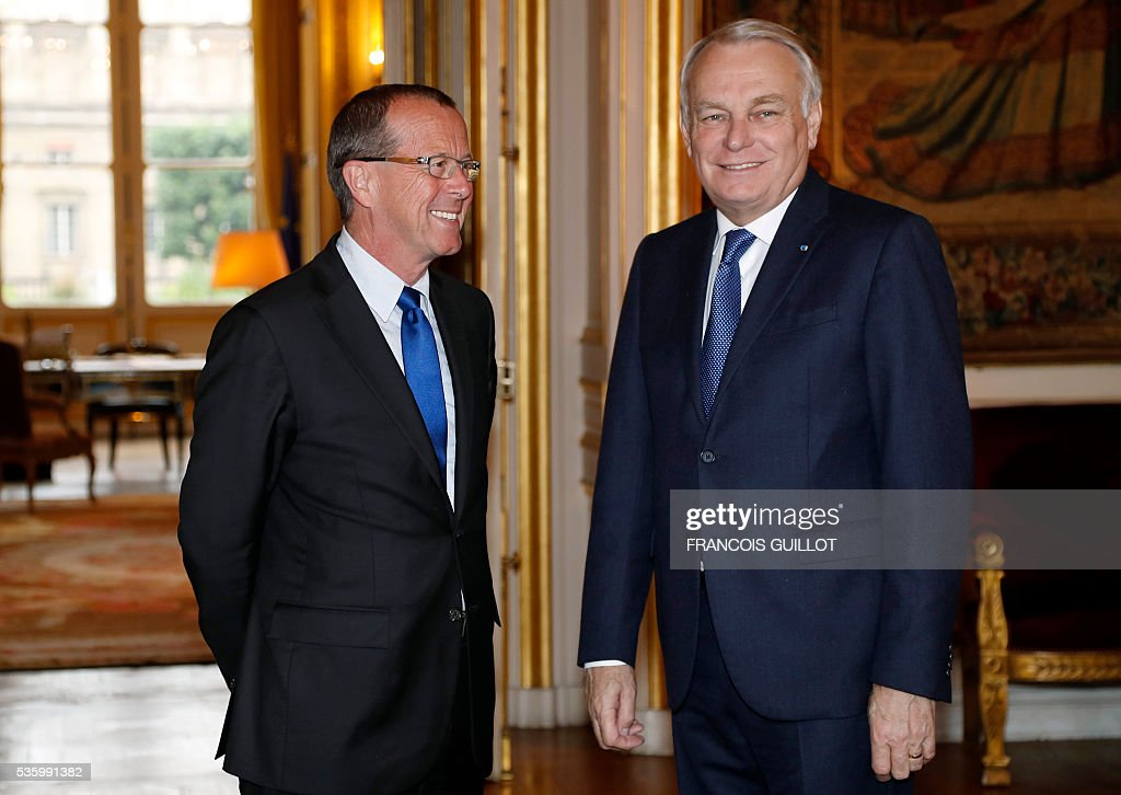 French Foreign minister Jean-Marc Ayrault (R) meets with UN's special envoy on Libya Martin Kobler on May 31, 2016 in Paris. Kobler called on all the country's armed groups to unite against the Islamic State (IS) group. Kobler and Ayrault reaffirmed their support for the UN-backed unity government set up in the capital two months ago. / AFP / FRANCOIS