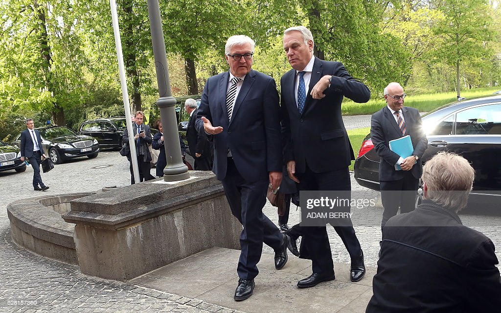 French Foreign Minister Jean-Marc Ayrault speaks with German Foreign Minister Frank-Walter Steinmeier (L) at the foreign ministry's guest house Villa Borsig in the suburbs of Berlin on May 4, 2016 ahead of a meeting on Syria as concerns grow over the war-torn country's faltering truce. / AFP / Adam BERRY