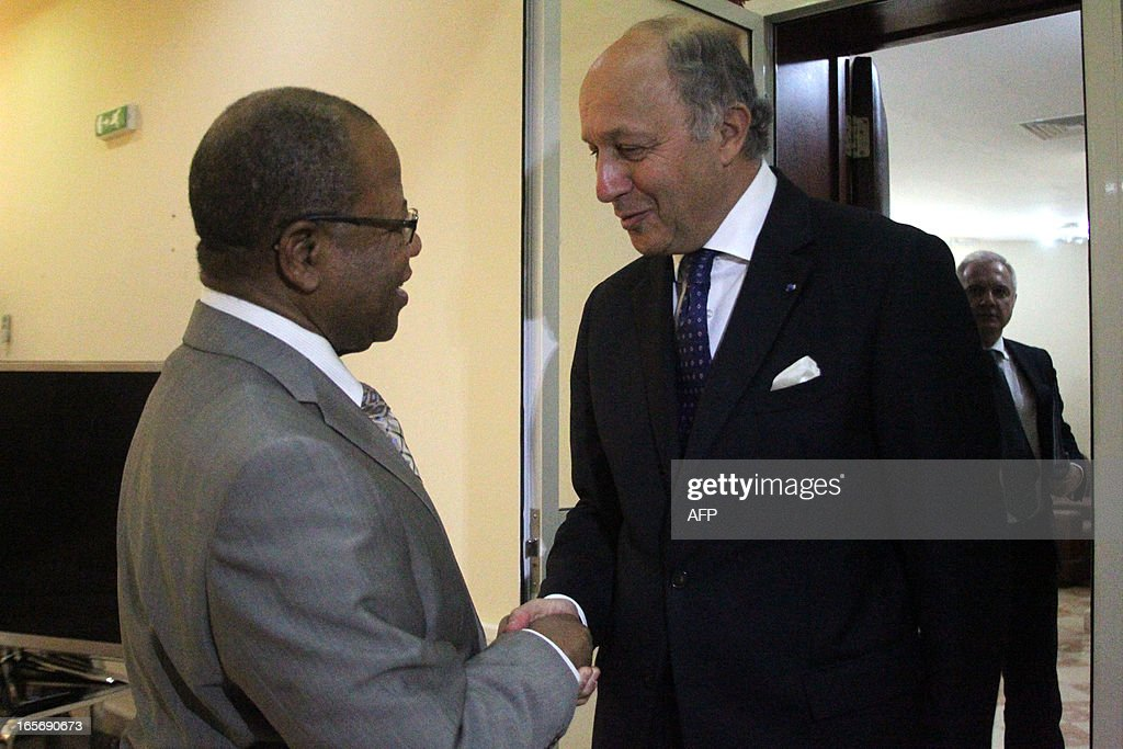 French Foreign Minister Laurent Fabius (R) shakes hands Mali's Prime Minister Diango Cissoko before a meeting in Bamako on April 5, 2013. The French foreign minister reassured Mali today that France is not planning an 'overnight' withdrawal of the troops it sent to liberate the west African nation's north from Al-Qaeda-linked rebels.