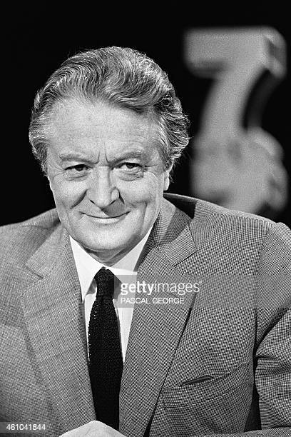 French Foreign minister Roland Dumas poses during the TV show 7/7 on channel TF1 on June 30 in Paris AFP PHOTO PASCAL GEORGE