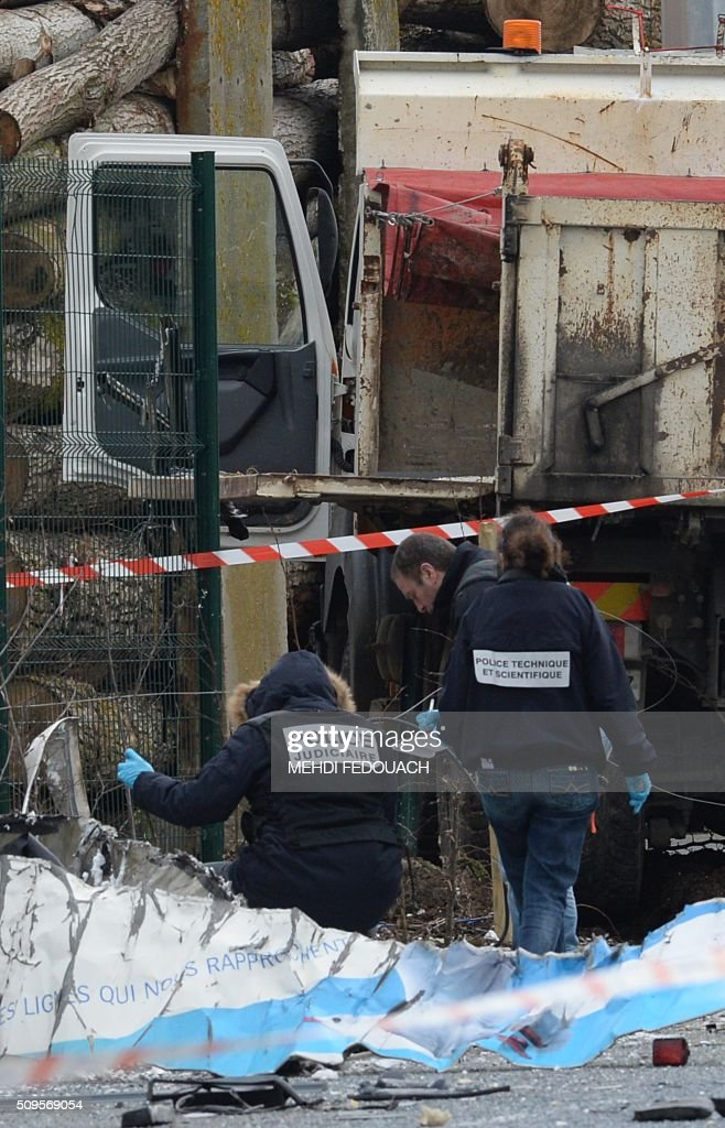 French forensic police work near the wreckage of a school minibus after it crashed into a truck in Rochefort on February 11, 2016, killing at least six children, police said, a day after another road accident involving a school bus left two youngsters dead. The head-on smash with a lorry carrying rubble came around 7:15 am (0615 GMT) in Rochefort in the western Charente-Maritime region. The school bus was carrying about 17 people, and three children suffered minor injuries in the accident, a police source said. / AFP / MEHDI FEDOUACH