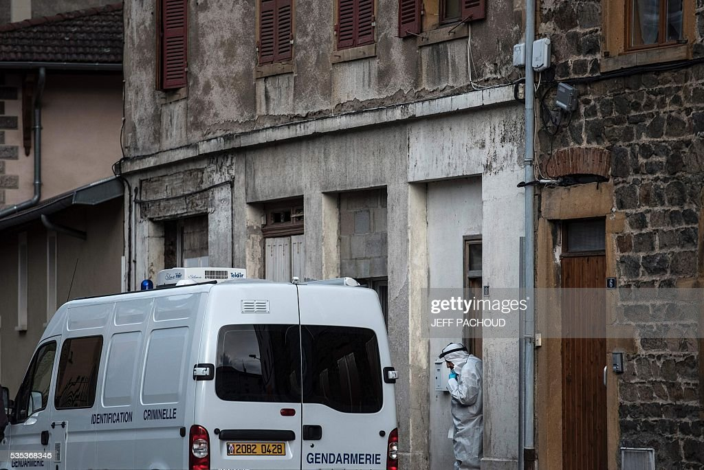 A French forensic stands next to a gendarmerie vehicle at the entrance of the building where a mother of three was found dead on May 29, 2016 in Pontcharra-sur-Turdine, near Lyon, central eastern France. The woman's ex-husband, who took the children to his sister's house then surrendered to police, is in custody. Earlier in the day the 'Plan Alerte Enlevement', for an abduction alert procedure, was triggered following the disparition of the three children. / AFP / JEFF