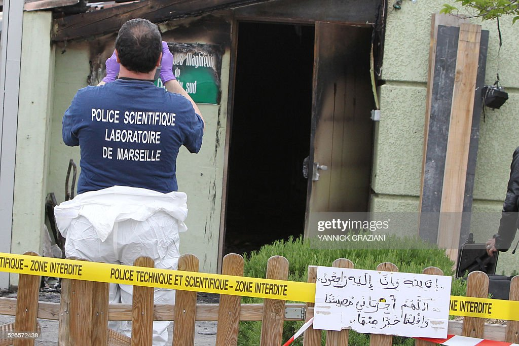 A French forensic works on April 30, 2016 in front of a Muslim prayer room in Ajaccio after it was destroyed by a fire, suspected to be arson. / AFP / YANNICK