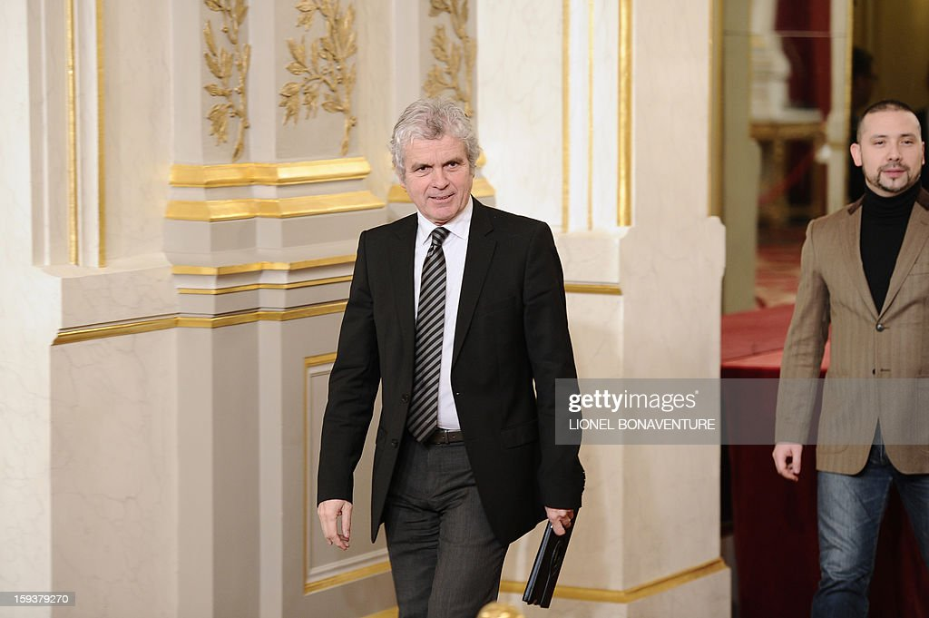 French former journalist and newly appointed French President's communication adviser, Claude Serillon (L) walks next to French President's press and communication adviser Christian Gravel, on January 12, 2013 at the Elysee presidential palace in Paris. AFP PHOTO / POOL / LIONEL BONAVENTURE