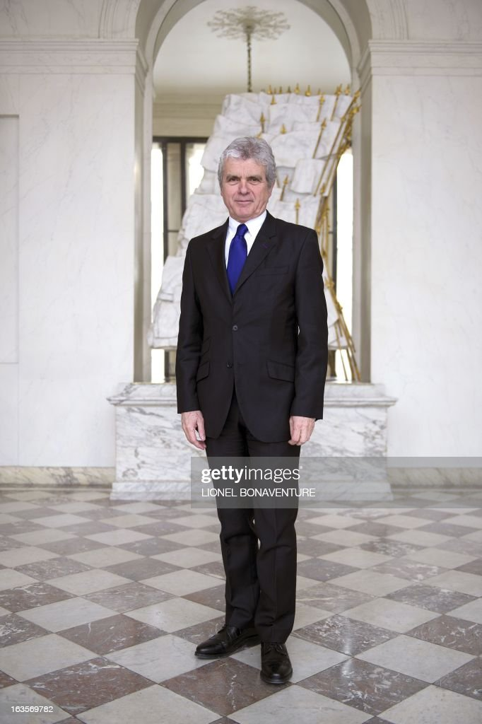 French former journalist and newly appointed French President's communication adviser, Claude Serillon, poses on March 12, 2013 at the Elysee presidential palace in Paris. AFP PHOTO / LIONEL BONAVENTURE