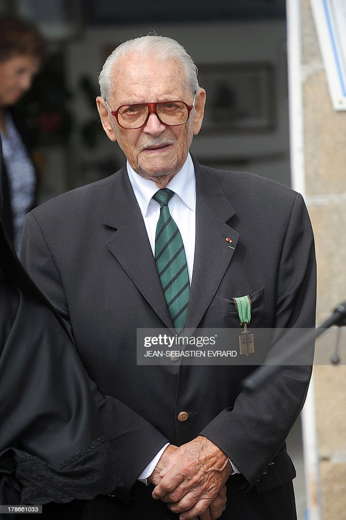 French former member of the resistance and 'Compagnon de la Liberation' Fred Moore attends a ceremony to pay homage to the Force Française Libres (Free French forces) who fought the nazis during the second world war on August 30, 2013 at the Ile-de-Sein (Sein Island), western France.