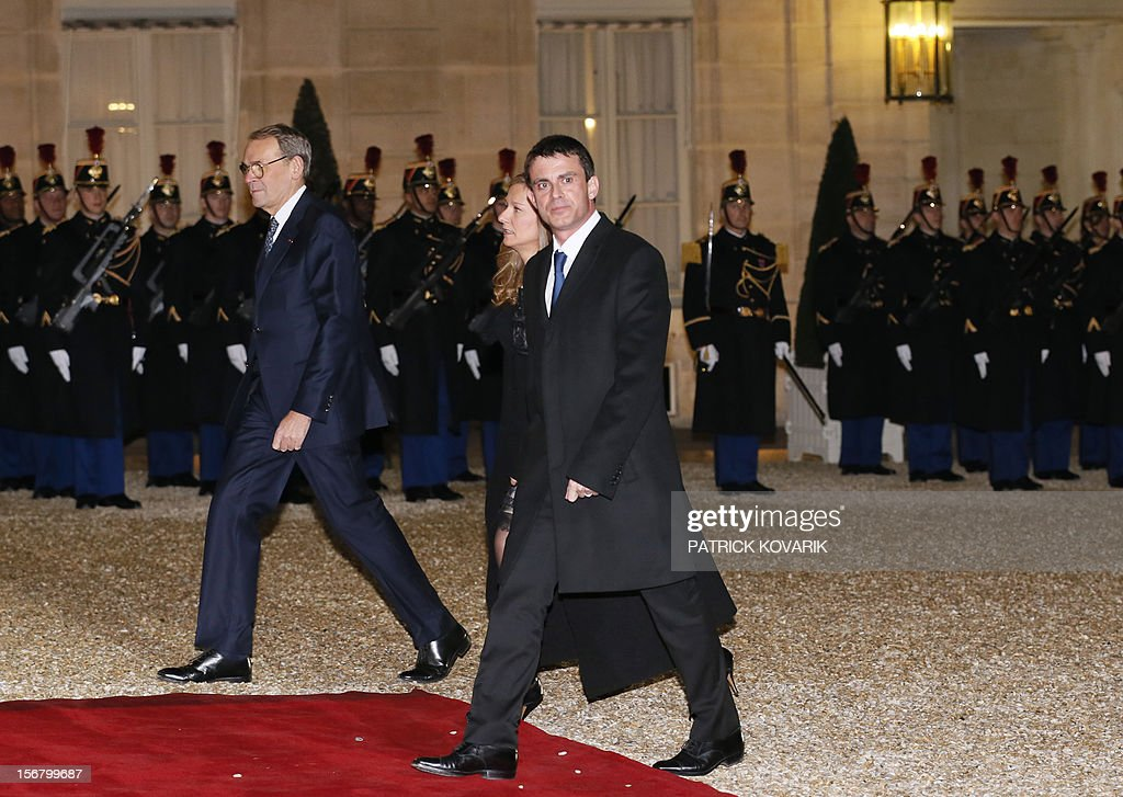 French former Minister for Culture and Communication Jean-Jacques Aillagon (L), French Interior Minister, Manuel Valls (R) and his wife Anne Gravoin (C) arrive at the Elysee palace in Paris, before a state dinner as part of a two-day state visit of Italian President Giorgio Napolitano, on November 21, 2012.