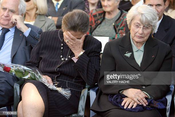French former minister Simone Veil and her sister Denise Vernay attend a ceremony 16 October 2007 in Nice in memory of their brother and other 10...